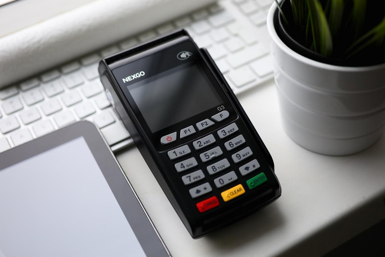 97529d08a1089 Купить платежный терминал, пин-пад для платежных банковских карт в Минске —  СейлСервиСолюшенс (SaleServiceSolution)